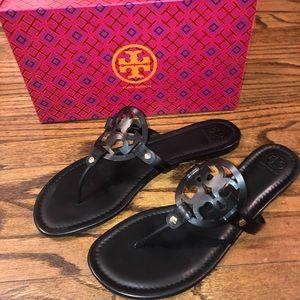 NWT Tory Burch Miller Flip Flop Sandals Logo Flats
